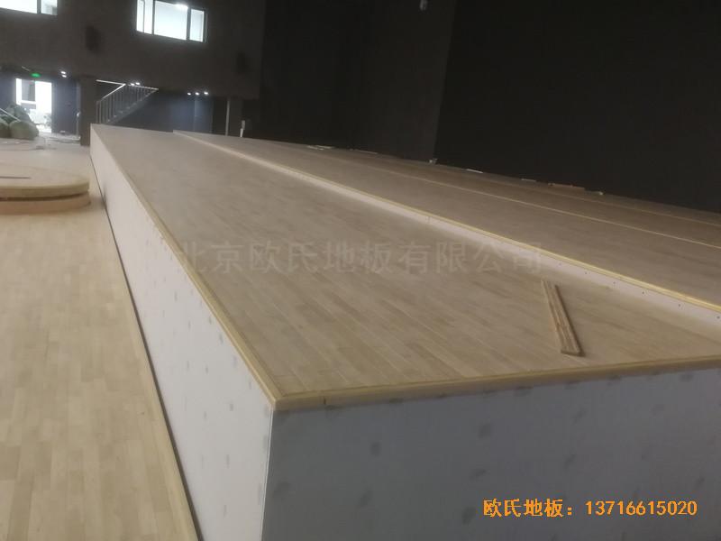 河北承德滦平一中升降舞台体育木地板安装案例1