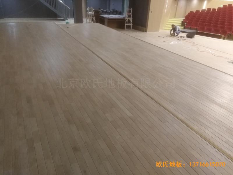 河北承德滦平一中升降舞台体育木地板安装案例3