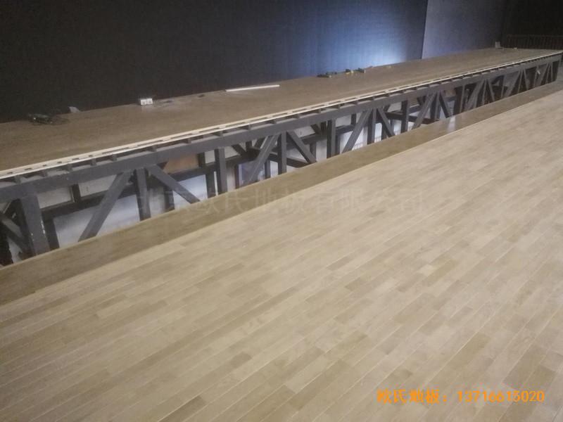 河北承德滦平一中升降舞台体育木地板安装案例4