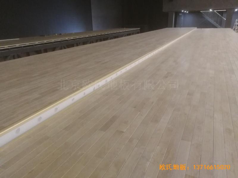 河北承德滦平一中升降舞台体育木地板安装案例5