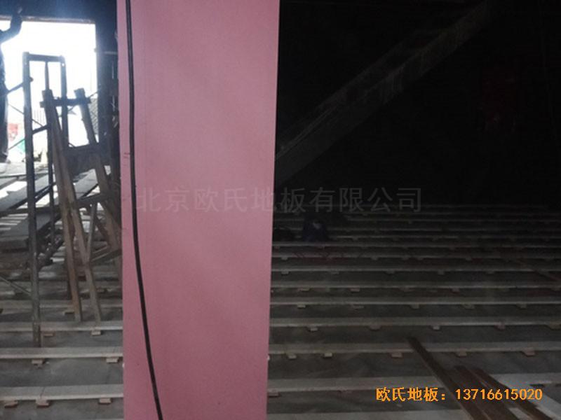 河北承德滦平一中升降舞台体育木地板安装案例
