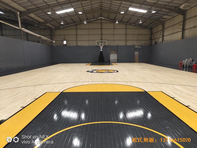 泉州侨乡壹吨篮球场体育地板安装案例