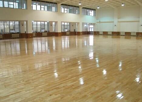 体育运动地板都是由什么做成的