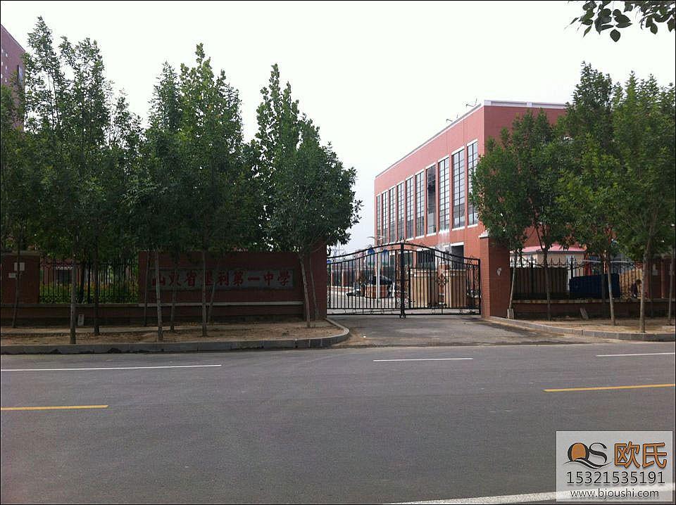 山东省垦利县首要中学位体育运动地板安装案例